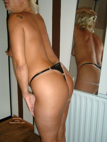 Pic #1 Ha 38yo Dutch In The Mirror