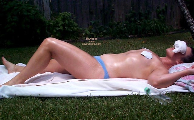 Pic #1 Nalgona Taking Some Sun