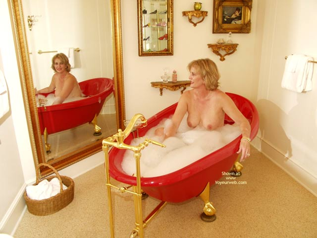 Bubbles In The Tub , Bubbles In The Tub, Soft Hangers With Suckable Nipples, Face In Mirror