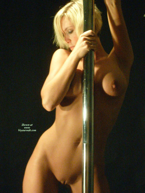 Nude pole dancng