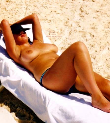 Pic #1 English Nude Wife In Cancun