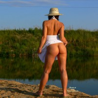 Brunette Flashing Her Ass At The Lake - Brunette Hair, Flashing Ass, Flashing, Sexy Ass , White Dress Pulled Up, Standing Ass View With Arched Back, Beauty By The Lake, Strapless White Dress, Flashed Bum At Pond, White Halter Dress, Outdoor Stylish Pose Naked Bum, Brown Flip Flops, Outdoor Bottomless Raised Skirt, A Golden Girl By Pond, Staw Hat