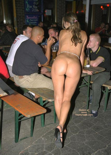 Naked girls in restaurants
