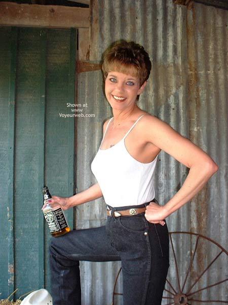 Pic #1 SinDLu In The Barn