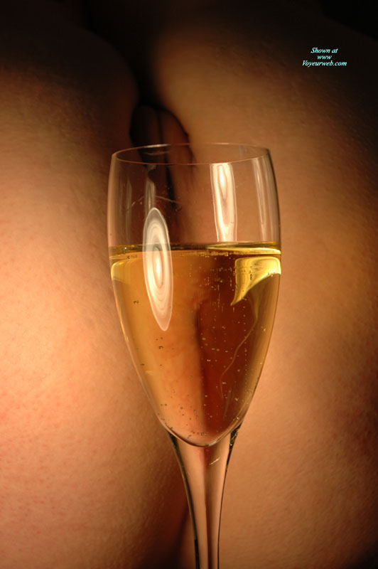 Pussy And Champagne - Nude Amateur , Pussy Thru A Glass, Champaign, Glass Of Wine And Pussy, Nude Art Shot