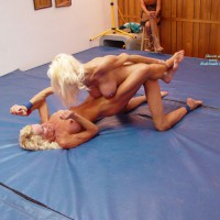 *GG Sasha Decides To Do Nude Wrestling