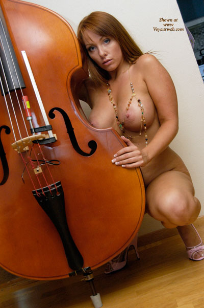 nude girl w bass