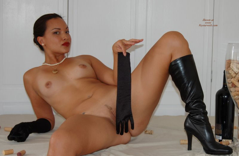 nude girls in boots