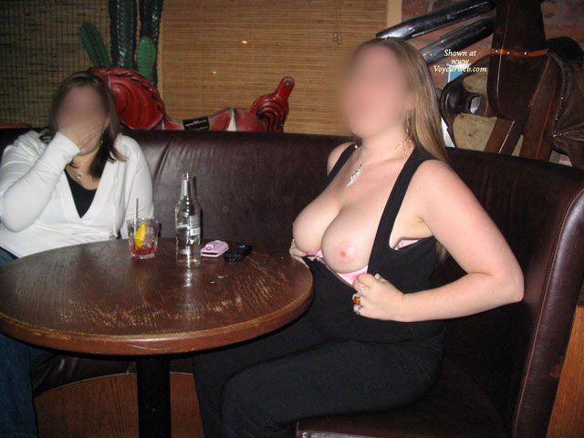 flash-nude-amateur-in-ottawa-hole-story