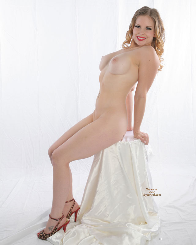 Vintage Pose - Blonde Hair, Large Breasts, Long Hair , Leaning Back, Arched Back, Milky White Skin, Leopard Print & Red Opentoe Slingback Heels, Sitting With Arched Back, Studio Shot, Artistic On White