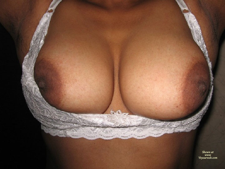 Hot Indian Wife , A Hot And Sexy Indian Wife Daring To Expose Hers . Come With And Hot Comments Which Will Trigger Her To Go Ahead For Full Nude Poses.