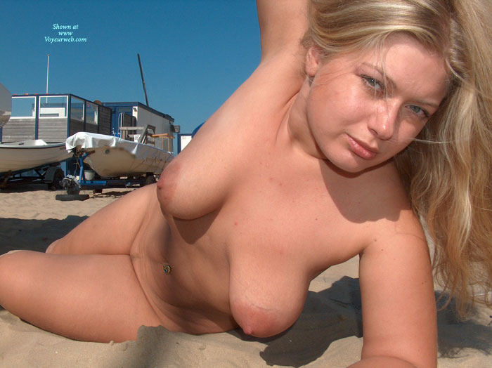 beach nude Naked girls blonde