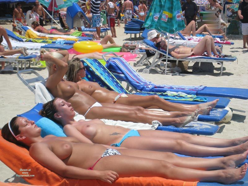 4 Girls Topless Sunbathing - Topless , Tanned Titties, Boobies In The Sun, Group Of Boobs, Beach Tits, Sunbathing Tits, Topless Sunbathing, Nice Tits On The Beach, Serial Tits