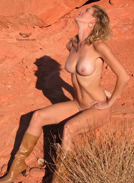 Desert Bare Pose - Beauty, Blonde Hair , Desert Bare Pose, Bare Boobs Desert, Desert Blonde, Desert Sand Beauty, Desert Boobs, Brown Boots, Sun Tanned