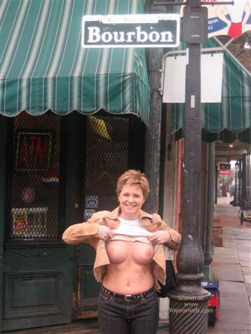 Pic #1 Wife Flashing in New Orleans