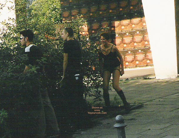 Pic #1 Girl Pee Berlin 1998