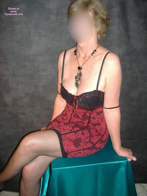 Pic #1Iris Undressing