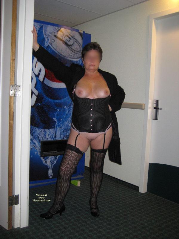 Seducing the hotel maid Mature Moms TV