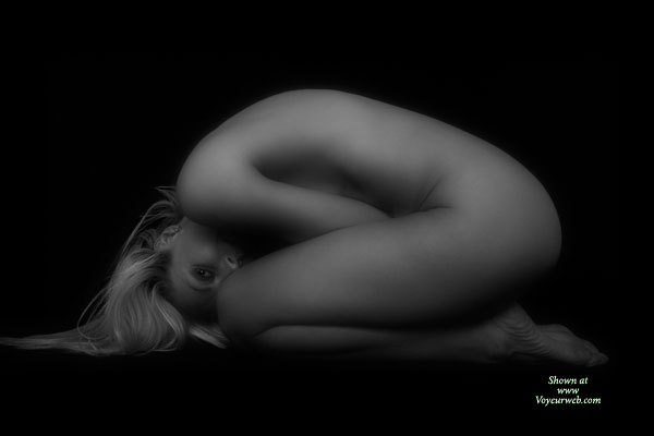 Nude Girl FETAL POSITION - Blonde Hair, Long Hair, Naked Girl, Nude Amateur , Artsy Posed Blonde, Foetal Pose, Artistic On Black, The Perfect Arc, Toned Fit Body, Black And White Nude On Velvet, Snug Female Body Black And White, On Bended Knees