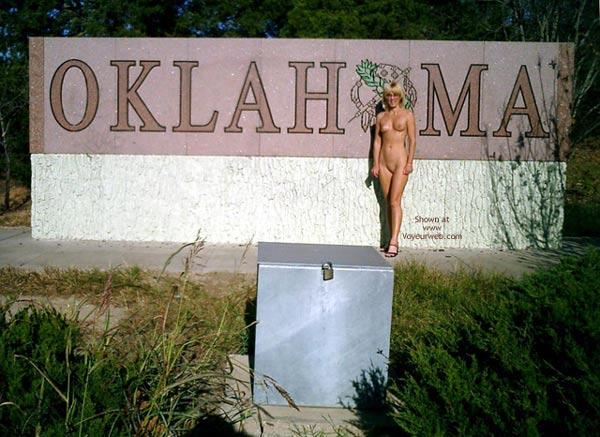 Pic #1 Leigh Invades Oklahoma
