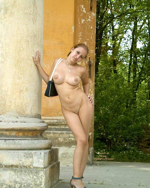 Naked Body In The Countryside , Naked Body In The Countryside, Naked Posing Outside, Curvy Girl Showing