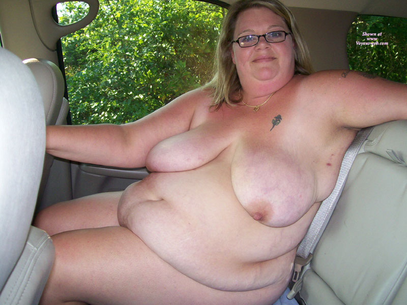 Naked bbw in a car